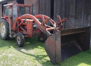 Bitte nur gebraucht: Eine alte Landmaschine auf dem Naturland-Hof Schmid