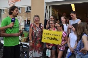 Finale in Landshut: Stephan Schwarzbach mit Schülern und Bürgern.