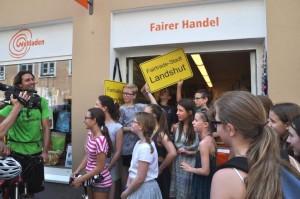 Gemeinsame für Fairtrade: Vor dem Weltladen in Landshut.